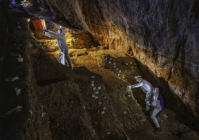 collecting_samples_for_ancient_dna_analyses_at_chiquihuite_cave_1